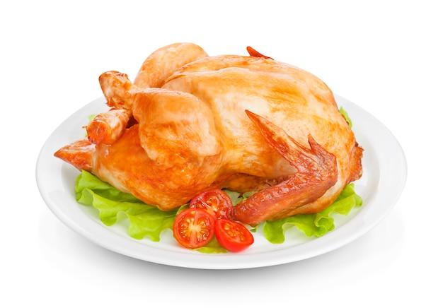 Pollo arrosto su superficie bianca