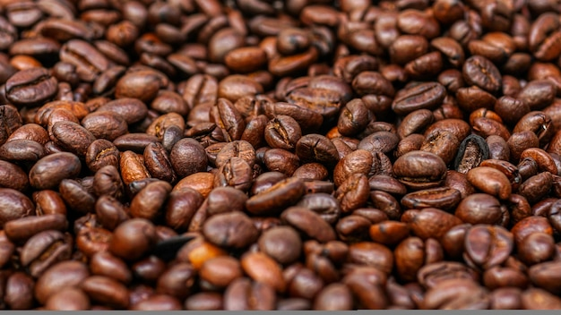 Struttura del fondo dei chicchi di caffè arrostiti con lo spazio della copia