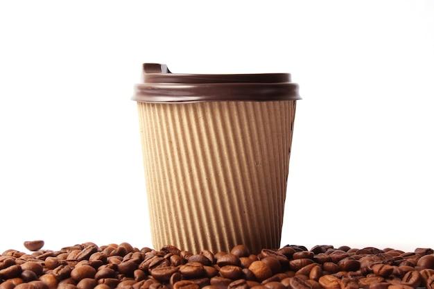 Chicchi di caffè tostati da vicino. chicchi di caffè aromatico