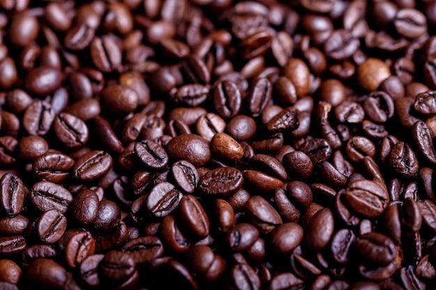 Chicchi di caffè tostati, vista dall'alto dei chicchi di caffè. sfondo di chicchi di caffè arrostiti