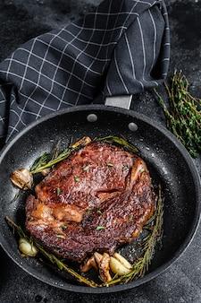Costata di manzo arrosto, carne di manzo ribeye in padella