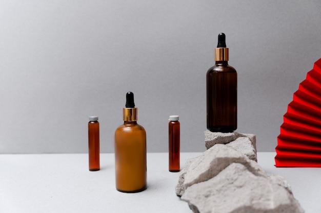 Rocce e cosmetici in bottiglia