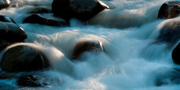 Rocce nel fiume, whistler, british columbia, canada