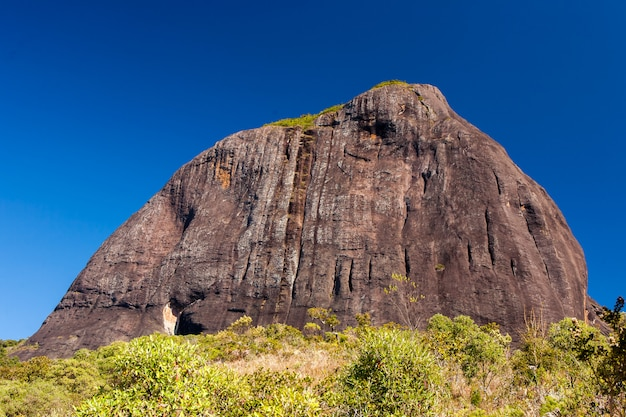 Montagna rocciosa in brasile - pico do papagaio