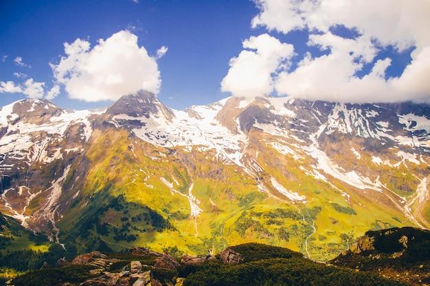 Paesaggio di montagna rocciosa in austria