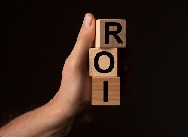 Roi acronimo parola di ritorno dell'investimento sui cubi