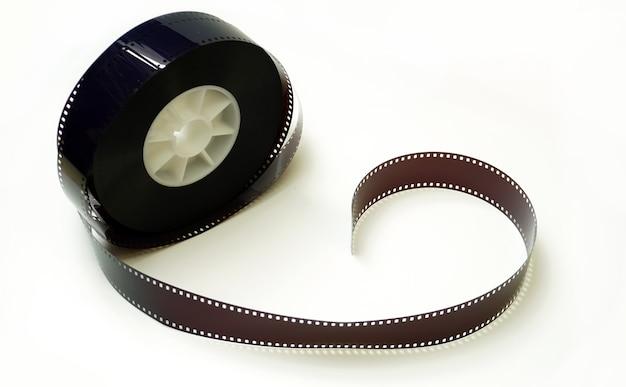 Rotolo di pellicola 35mm su sfondo bianco