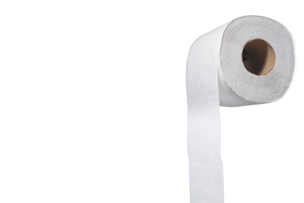 Rotolo di carta igienica con onde sulla carta su sfondo bianco