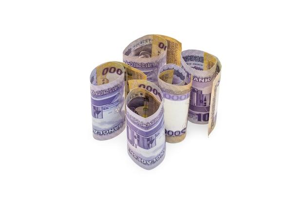 Laminati mille taka bangladesh banconote su sfondo bianco vista ravvicinata dall'alto