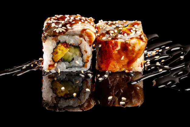 Rotoli di sushi con ripieni diversi
