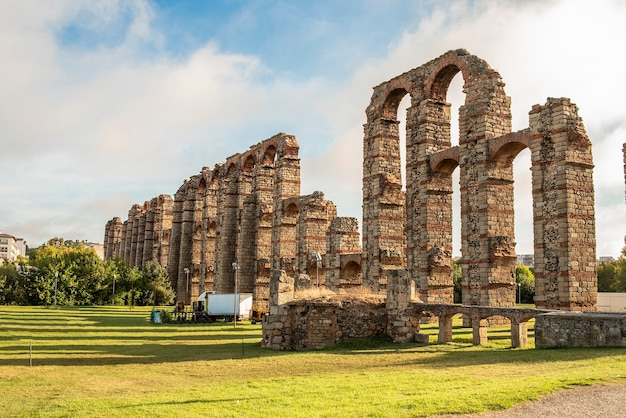 Acquedotto romano in pietra merida in spagna
