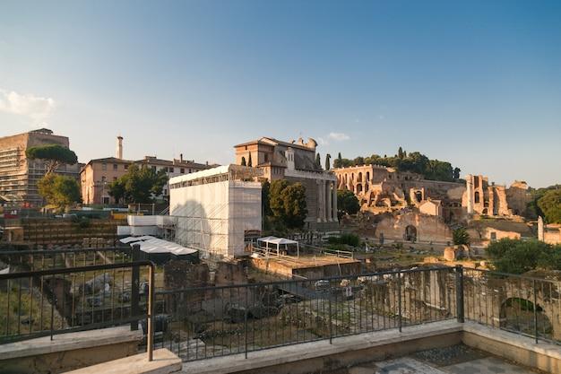 Foro romano in mattinata estiva, roma, italy
