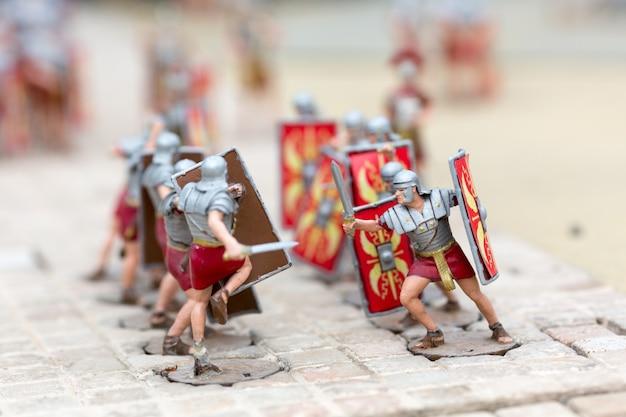Battaglia di soldati romani, scena in miniatura di guerra all'aperto