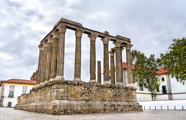 Il tempio romano di evora in portogallo