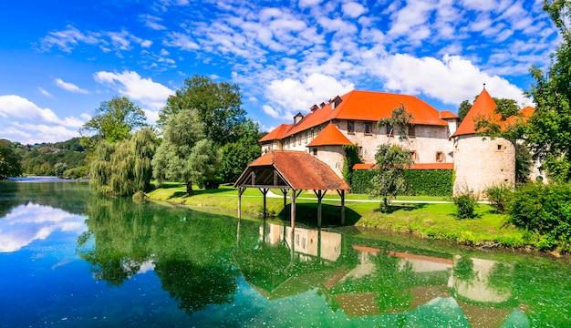 Romantico castello sull'isola, medievale grad otocec nel fiume krka, slovenia