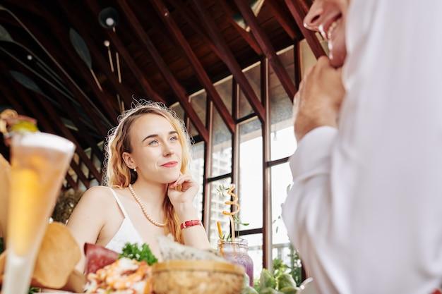 Appuntamento romantico al bar