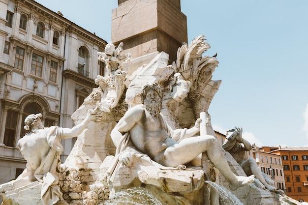 Roma, italia - 21 giugno 2018: vista del primo piano della fontana dei quattro fiumi (fontana dei quattro fiumi) è fontana in piazza navona a roma. fu progettato nel 1651 da gian lorenzo bernini