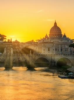 Roma, italia con la basilica di san pietro in vaticano