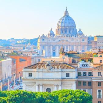 Roma e la basilica papale di san pietro in vaticano, italia