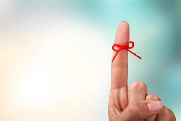 Fiocco di corda sul dito puntato