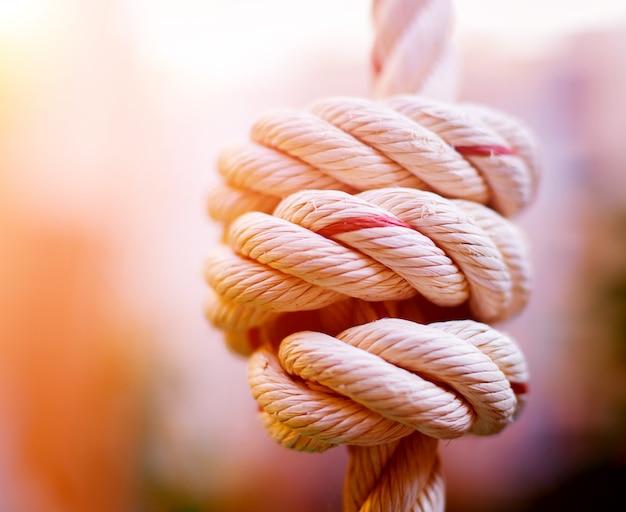 Primo piano della corda su fondo vago