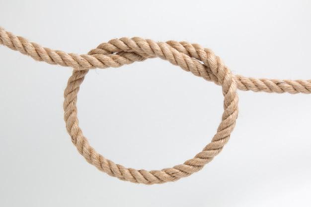Nodo di corda su un baclground bianco