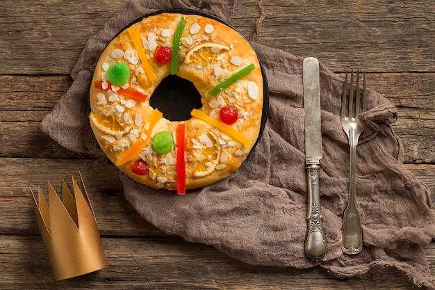 Dessert e corona di roscon de reyes