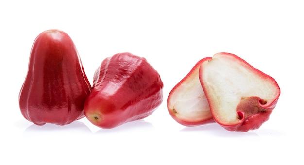 Rose apple isolato su bianco