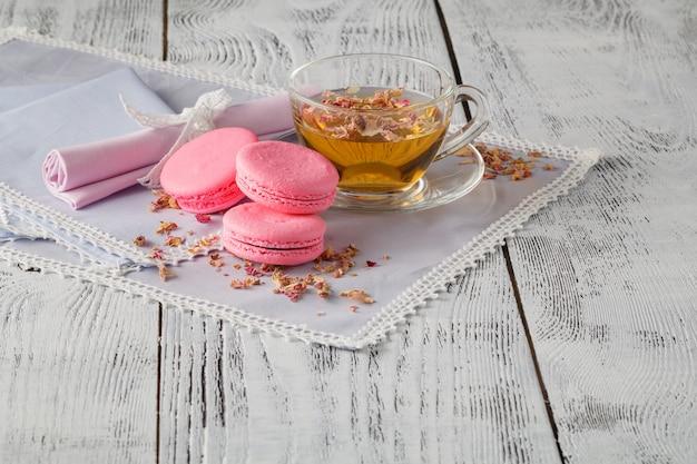 Tè alla rosa, fiori e petali secchi