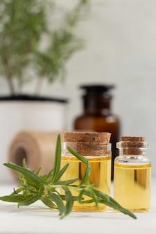 Olio essenziale di rosmarino per cucinare e per la cura della pelle