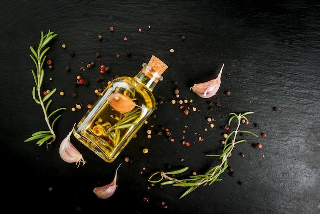 Olio essenziale di rosmarino, erbe e spezie Foto Premium