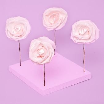 Composizione di rose. arte minimale