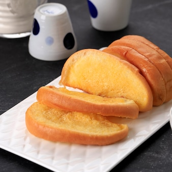 Roti sisir jadul, pane dolce e soffice fatto in casa con margarina e zucchero da spalmare.