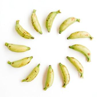 Cornice rotonda fatta di banane. concetto di cibo creativo