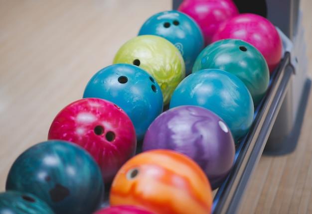 Fila di palle da bowling