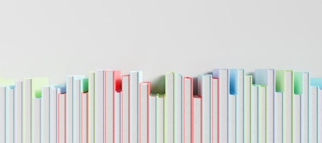 Fila di libri colorati su una superficie bianca