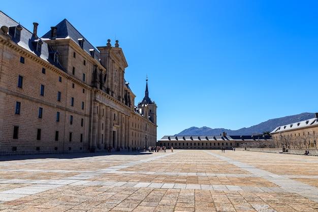 Monastero reale di el escorial. enorme palazzo alla periferia di madrid, ex residenza dei re di spagna ed europa. unesco.