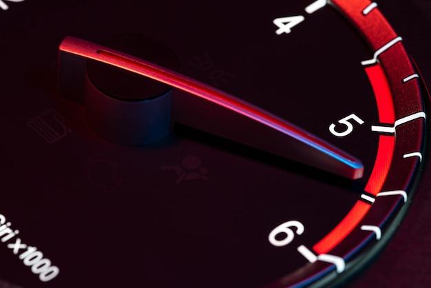 Rpm contachilometri auto dettaglio simbolo di potenza e velocità