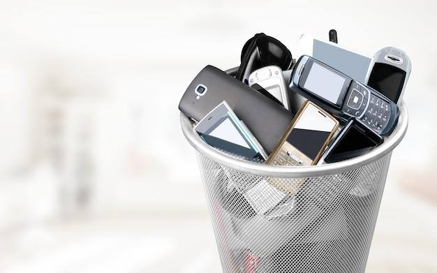Cestino della spazzatura pieno di vecchi cellulari