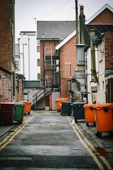Contenitore della spazzatura sulla strada