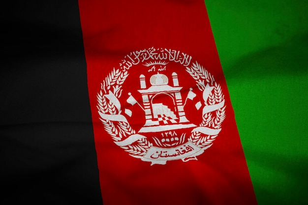 Bandiera increspata dell'afghanistan che soffia nel vento