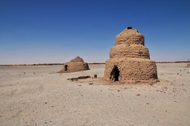 Rovine dell'antico tempio egizio sull'isola di sai, nubia, sudan