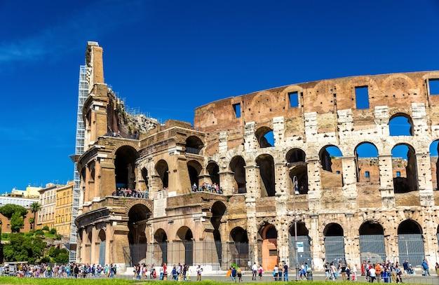 Rovine del colosseo o anfiteatro flavio a roma