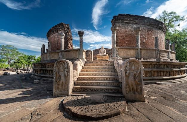 Rovine della storica polonnaruwa vatadage a polonnaruwa, sri lanka