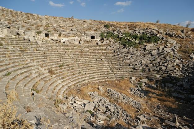Rovine del vecchio anfiteatro patrimonio culturale di hierapolis pamukkale della turchia