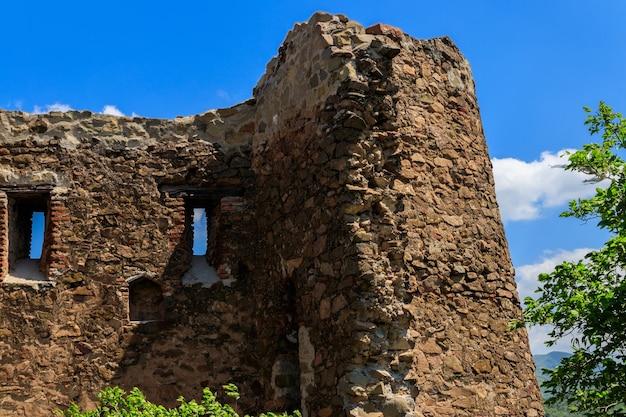Rovine del vecchio tempio al monastero di jvari in georgia, europe