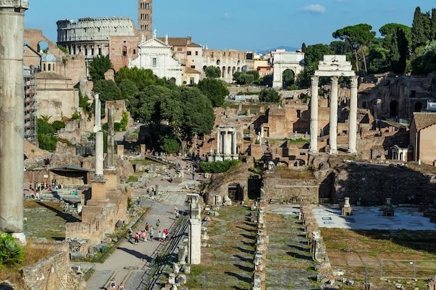 Rovine del foro romano nella città di roma, italia.