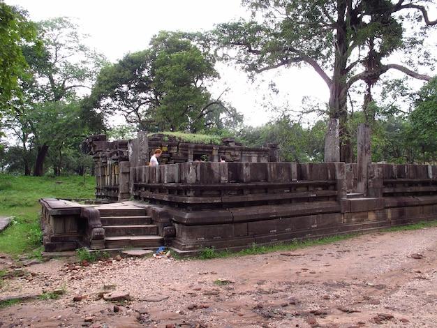 Rovine di siva devalaya a polonnaruwa, sri lanka
