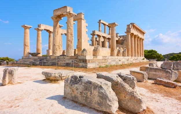 Rovine del tempio di aphaea, punto di riferimento dell'isola di egina in grecia