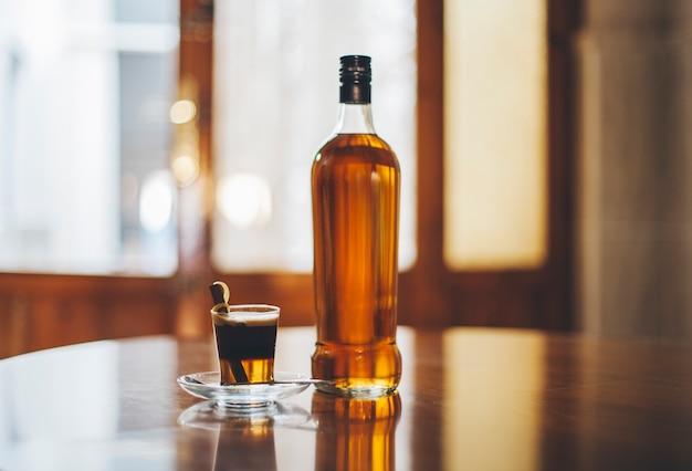 L'imballaggio di rum botella vidrio liquore
